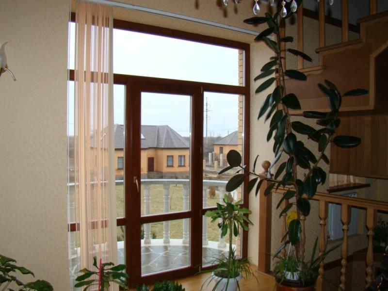 Декорирование окна и двери на балкон.